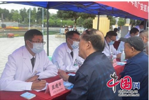 """九九重阳,广安市人民医院为老人送上一份""""健康礼"""""""