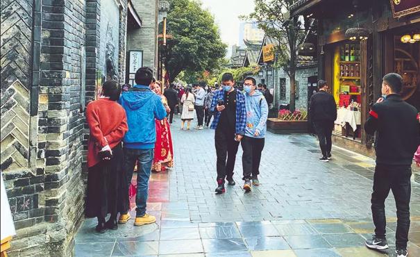 客流回升 人气回暖 成都宽窄巷子里感受春天气息