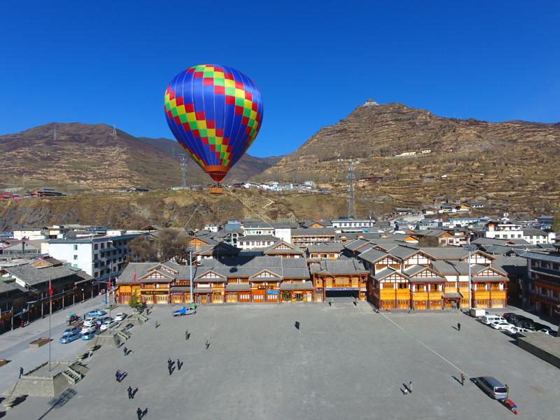松潘旅游新业态邀您乘坐热气球看千年古城